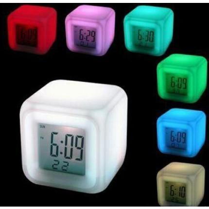 Часы хамелеон, с будильником и термометром, меняющие цвет (уценка - или не светят, или не играют - случайный выбор)